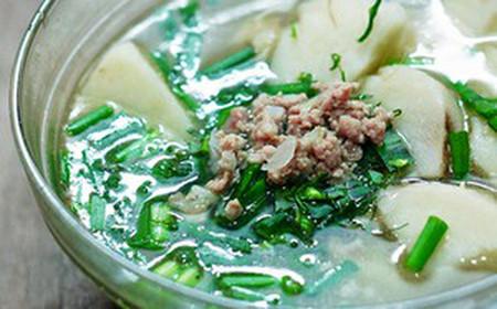 món canh khoai sọ nấu thịt băm sẽ làm bữa cơm của gia đình bạn vừa ngon miêng vừa đủ chất.