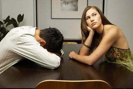 Anh cư xử cứ như cô luôn sẵn sàng… bắt nạt anh.