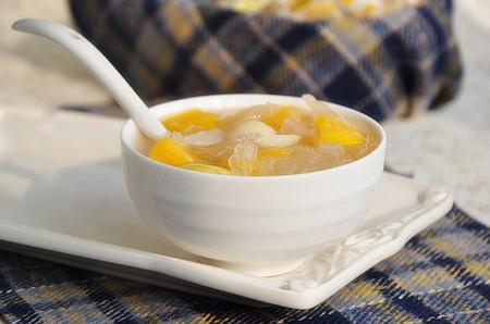 """Món chè hạt sen đu đủ ngon mát, vị ngọt thanh rất """"vuốt ve"""" vị giác."""