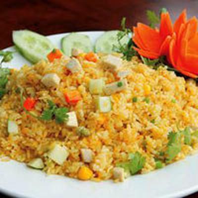 Hương vị lạ kết hợp với màu sắc đẹp và sặc sỡ, món cơm rang dứa sẽ đem lại sự hấp dẫn cho bữa ăn.