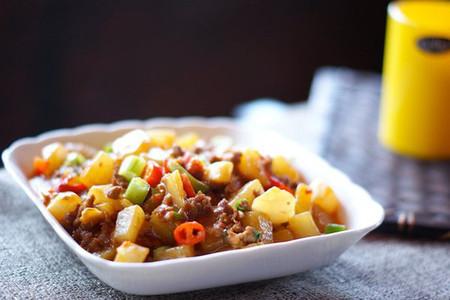 Củ cải ngọt thấm đượm vị thịt khiến những chén cơm nóng hổi cứ thế hết vèo.
