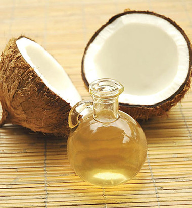8. Dầu dừa + quả bơ 1