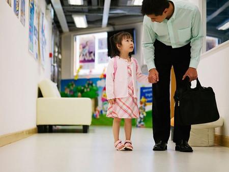 """Sợ cô giáo """"bắt nạt"""" con là nỗi lo của tất cả các cha mẹ khi cho con đi học."""