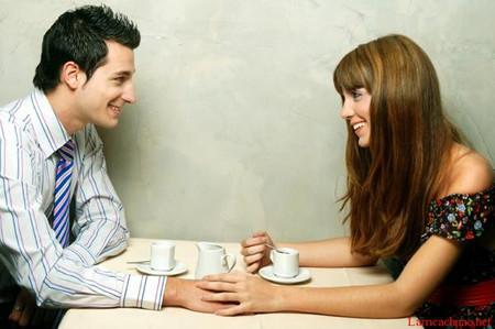 chúng tôi lại gặp, chỉ ngồi bên nhau uống cà phê thôi cũng đủ thấy vui.