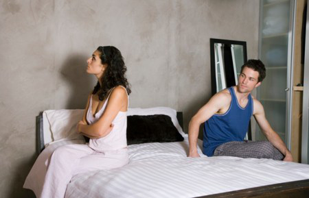 Hôm nào Thảo ấm ức với người tình là hôm đó chồng cô cũng bị vạ lây.