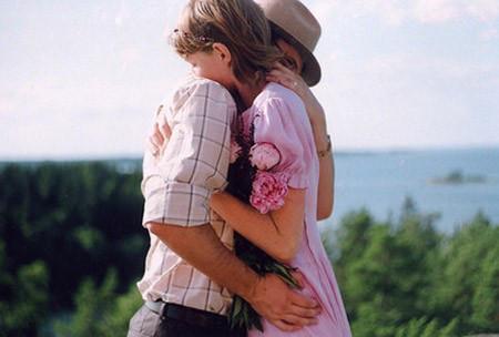. Em lại yêu anh và bỏ qua tất cả những gì anh đã làm khiến em bị tổn thương.
