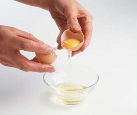 """Lòng trắng trứng """"hô biến"""" các vết rạn da khi mang bầu."""