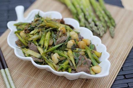 Măng tây xào thịt bò và cồi sò điệp ngon và bổ dưỡng