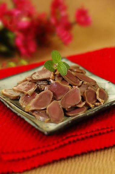 Mề vịt hầm bát vị là món nhậu ngon tuyệt hảo.