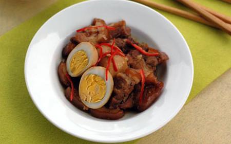 mùi thơm đặc trưng vô cùng hấp dẫn của thịt heo quay; bạn sẽ thử chứ?