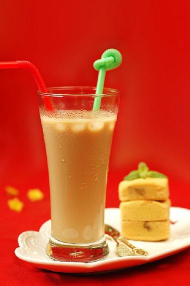 bạn có thể thưởng thức hương vị thơm ngon 3 trong 1 của cả trà, sữa và cà phê!