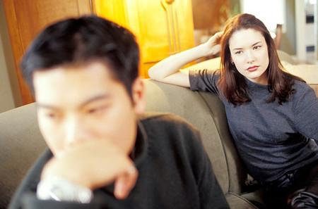Phải cứng rắn và dứt khoát khi chồng