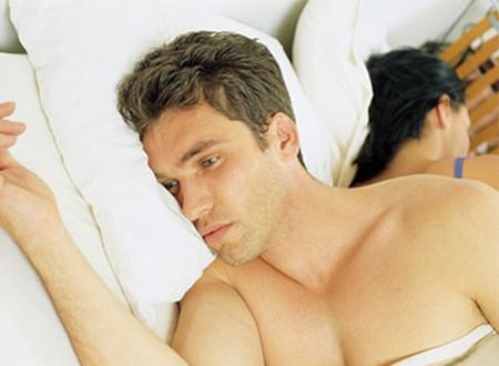 anh vẫn thường xuyên mơ thấy ác mộng về vợ anh và hắn ta.