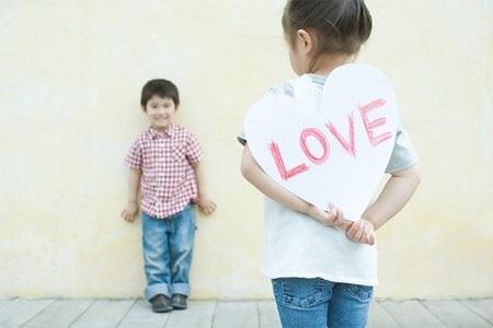"""Khi con hỏi về vấn đề giới tính, cha mẹ cần tránh thái độ """"đáng trống lảng"""" hay quát mắng."""