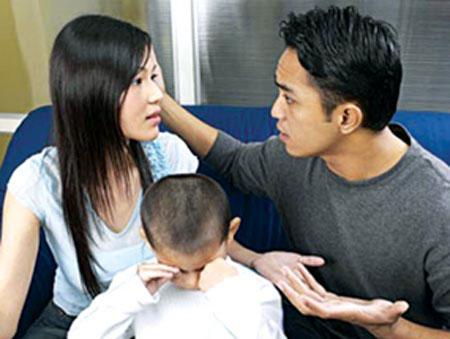 Bố mẹ cãi nhau trước mặt con sẽ gây ảnh hưởng nặng nề về tâm lý cho con