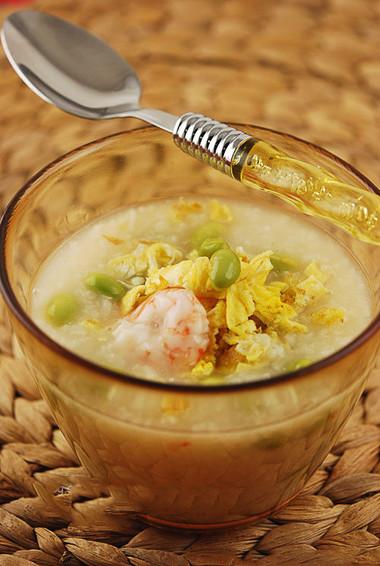 Vị béo thơm của phô mai hòa quyện trong từng hạt gạo làm cho món cháo tôm bông cải thật ngon.