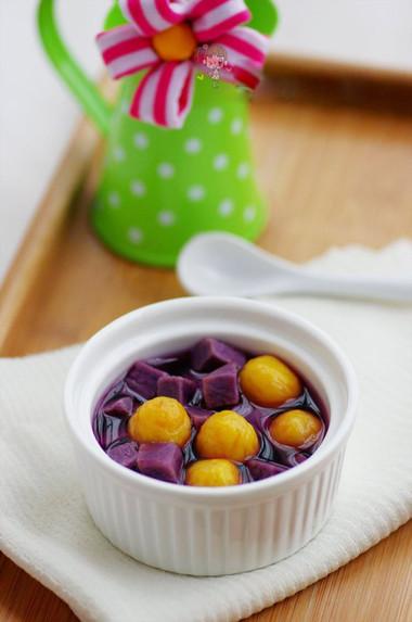 Mùi thơm của bí, của khoai và của yến mạch tạo nên hương vị rất riêng cho món tráng miệng này.
