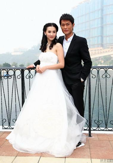Tôi trở thành cô dâu xinh đẹp, hạnh phúc sánh bước bên anh