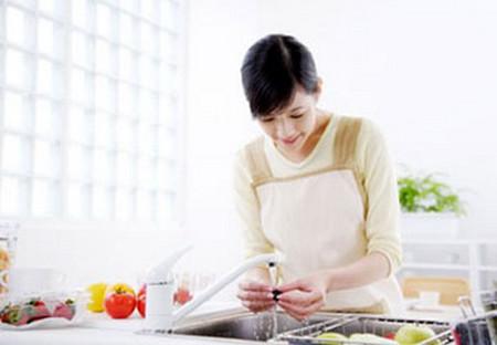 Cô định cho Khải bất ngờ về tài nấu ăn của mình.