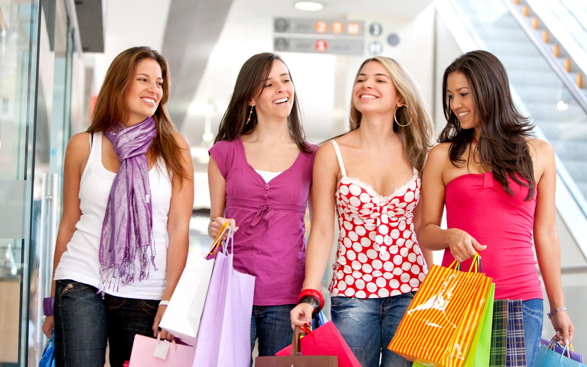 friends shopping