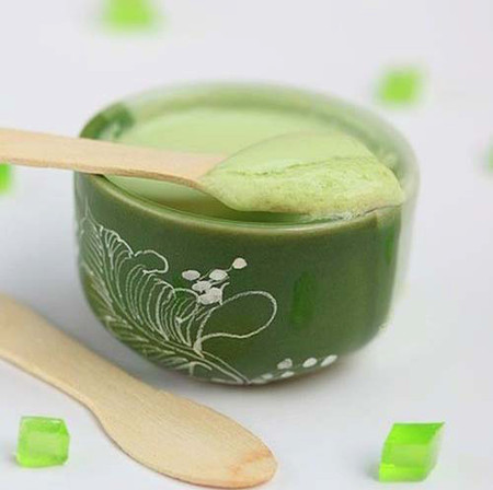 Vị thanh mát của sữa chua kết hợp với trà xanh thơm dịu, dùng trong mùa hè nóng nực thật ngon.