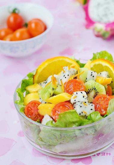 món salad trái cây là một sự lựa chọn tuyệt vời giúp giải ngấy và đánh tan mệt mỏi.
