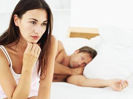 """Em luôn lảng tránh chuyện """"chăn gối"""" với chồng."""