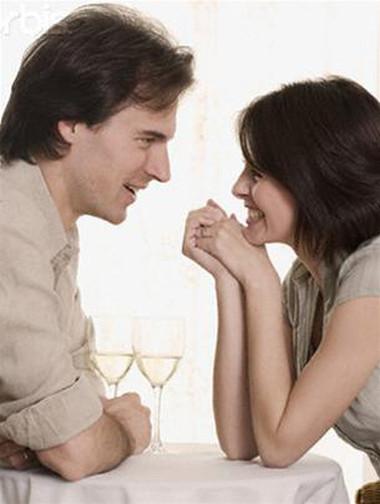 Vợ sẽ vui khi chồng nói sẽ làm thêm.