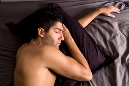 Chàng sẽ ngủ thỏa thích khi bạn vắng nhà.