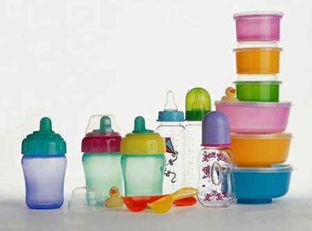 Hãy thận trọng khi dùng đồ nhựa để bảo vệ sức khỏe của gia đình bạn.