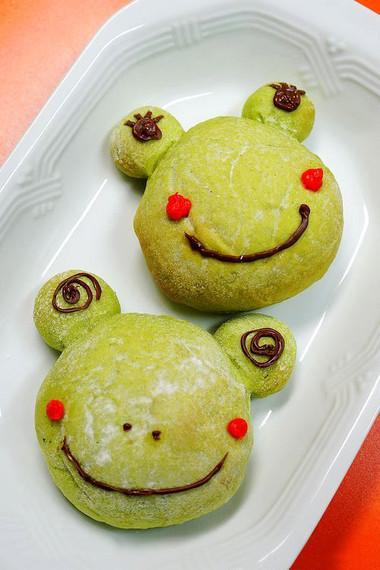 Chú ếch xanh ngộ nghĩnh thơm hương bánh mỳ và mát lành vị rau này sẽ là quà tặng đáng yêu cho bé nhân ngày 1/6.
