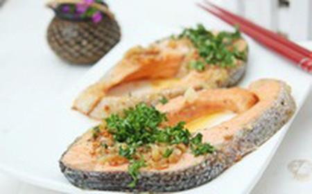 Cá hồi tốt cho sức khoẻ như nhiều người đã biết, các bạn cũng không lạ với nhiều cách chế biến món ăn với cá hồi.