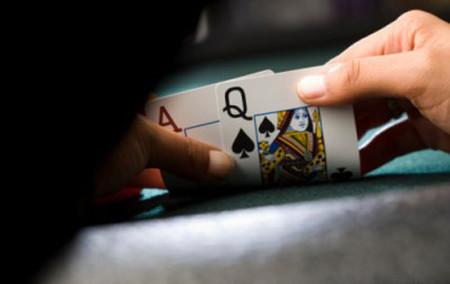 Tôi chán ngán với những trò cờ bạc của chồng.