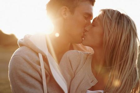 chúng tôi lao vào nhau như điên dại, người đó cho tôi cảm giác hạnh phúc mà tôi chưa hề có được ở chồng,