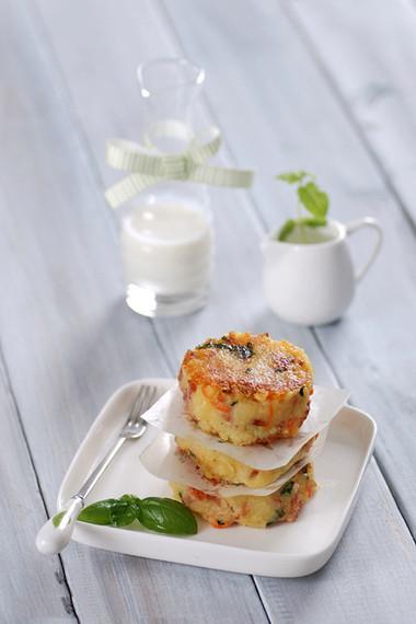 Khoai tây béo béo bùi bùi kết hợp với thịt xông khói làm nên món bánh khoai tây chiên ngon tuyệt để cả nhà có một bữa sáng thật đủ chất!