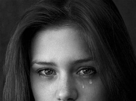 ngày nào em cũng khóc, em trách mình dại khờ cưới vội cưới vàng.