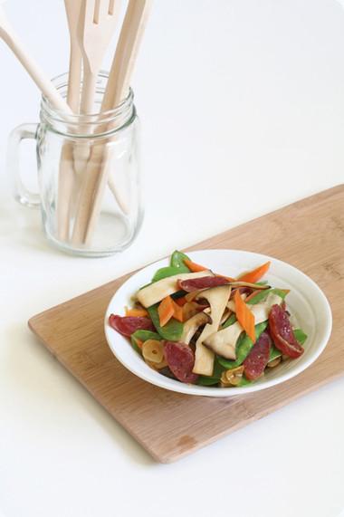 Món ăn đơn giản đầy sắc màu này sẽ góp phần làm thực đơn của những bà nội trợ bận rộn thêm phong phú!