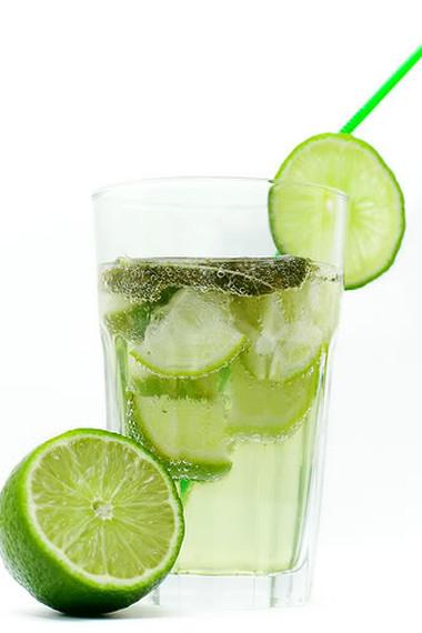 Nước chanh rất tốt cho cơ thể trong mùa hè.