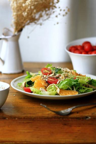 Salad gà thích hợp cho bữa ăn nhẹ cũng đặc biệt lý tưởng cho bữa ăn kiêng.
