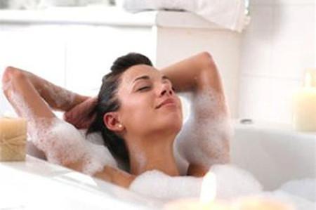 Bạn sẽ gặp phải vấn đề về sức khỏe nếu thường xuyên tắm ngay sau khi đi nắng về.