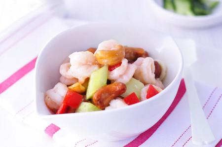 món tôm xào hạt điều, thịt tôm mềm mà dai, ngọt mà không xác hòa lẫn trong lớp xốt đậm đà cay thơm thật vô cùng hấp dẫn!