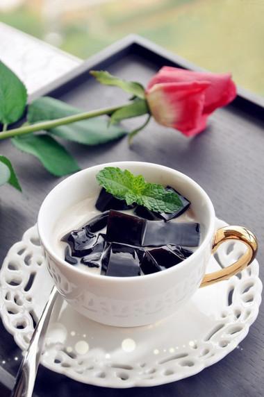 Sương sáo mát lành, hương trà thơm ngon và vị sữa béo ngậy - một thức uống rất tuyệt cho mùa hè của bạn!