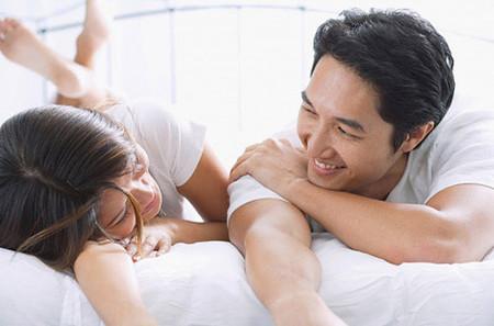 """quan hệ trung bình khoảng 103 lần/ năm, hay ít nhất một lần/ tuần, sẽ kích thích lượng testosterone sản sinh nhiều hơn, chất lượng """"yêu"""" vì thế cũng được cải thiện đáng kể."""