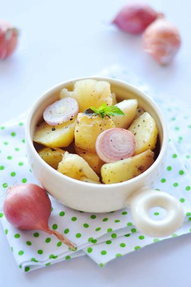 Khoai nướng giữ nguyên được vị ngọt tự nhiên, cái bùi và bở cũng vô cùng nổi bật.