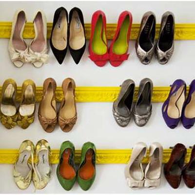 Cách treo giầy tiết kiệm không gian cho tín đồ của giầy cao gót.
