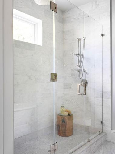 Bí quyết giúp phòng tắm nhỏ luôn gọn gàng, bừng sáng 6