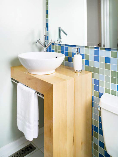 Bí quyết giúp phòng tắm nhỏ luôn gọn gàng, bừng sáng 7