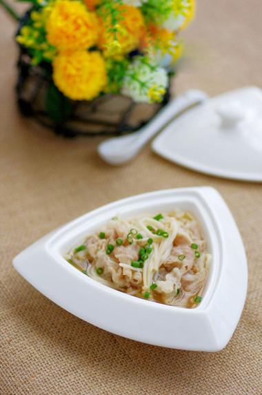 món canh thịt nấu nấm kim châm rất đơn giản lại ngon miệng