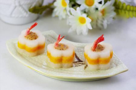 Củ cải nhồi tôm thịt rất đẹp mắt với tạo hình hấp dẫn và màu sắc tươi tắn, hài hòa.