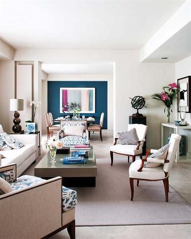 Màu xanh nước biển kết hợp với màu trắng của trần nhà làm phòng khách thêm sang trọng
